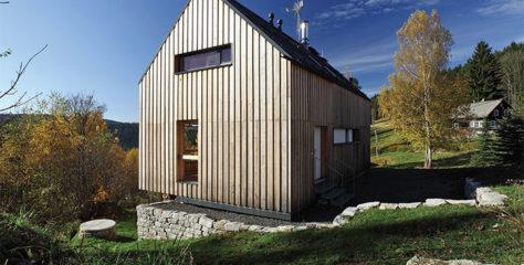 Dřevěné fasády, které umí přirozeně stárnout, vyhledávají čeští zákazníci stále častěji