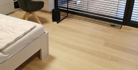 Hra na kočku a myš aneb plíseň na dřevěné podlaze, která nehrála žádnou roli