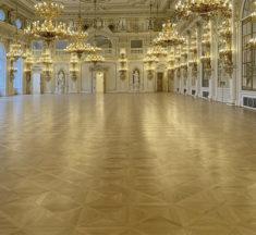 Španělský sál opět září. Podlahy pro vyrobila a realizovala firma Empiri Wood Design.